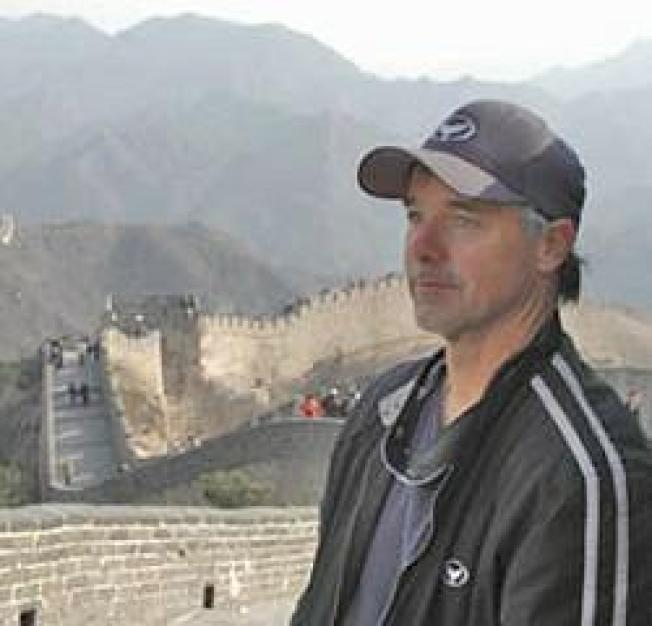 Wyland to Paint 100th Whaling Wall Mural in Beijing