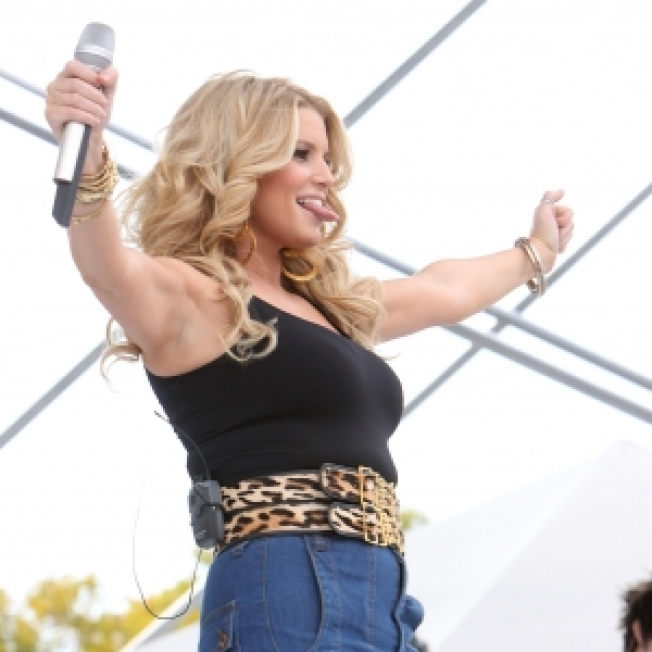 ROLL CALL: Jessica Simpson Debuts New Bod At Chili Cookoff