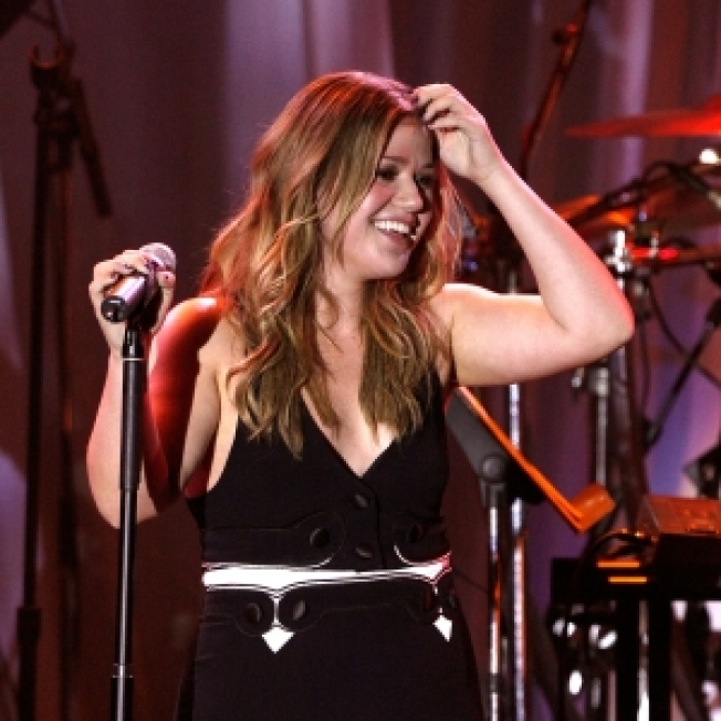 Kelly Clarkson On Her Hot New Video: 'I Go Into Fantasy Mode'