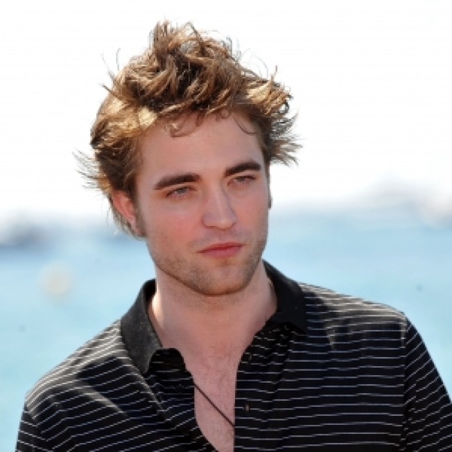 Robert Pattinson Makes Fans Howl At Cannes