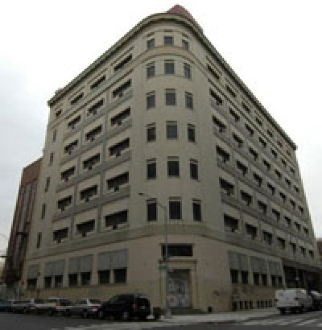 CurbedWire: Economy Sours 75 Morton Sale? Georgica Topped