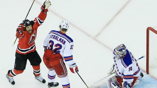 Devils Crush Rangers 4-1 to Draw Even in Series