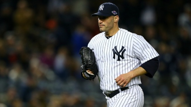 Andy Pettitte Signs Up for Another Season in Pinstripes