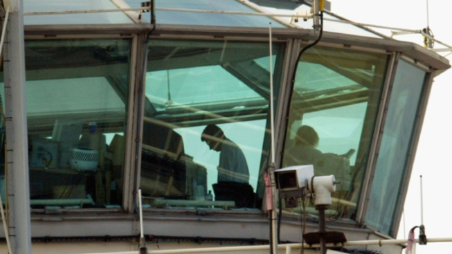 Airport Inspectors Work Without Pay Amid FAA Impasse