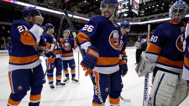 Islanders Surge Past Jets 5-2