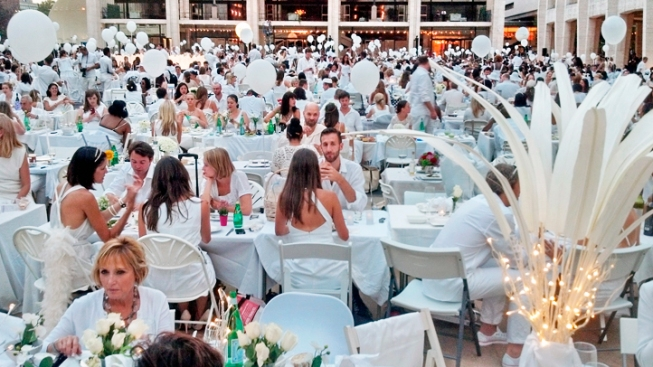 Thousands Gather for NYC Secret Outdoor Dinner