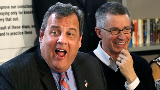 GOP Star Christie Holding More Events With Dems