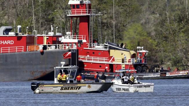 Divers Find Pilot's Body After Hudson River Crash
