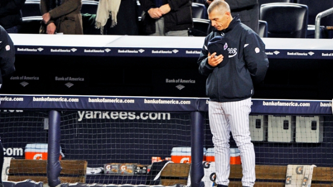 Girardi Stays in Yanks Dugout After Father's Death