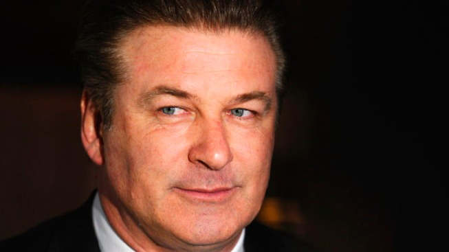 "Alec Baldwin to Stay on ""30 Rock,"" Returns to Twitter"