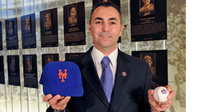 NY Mets Great Downsizing, Pitches His Belongings