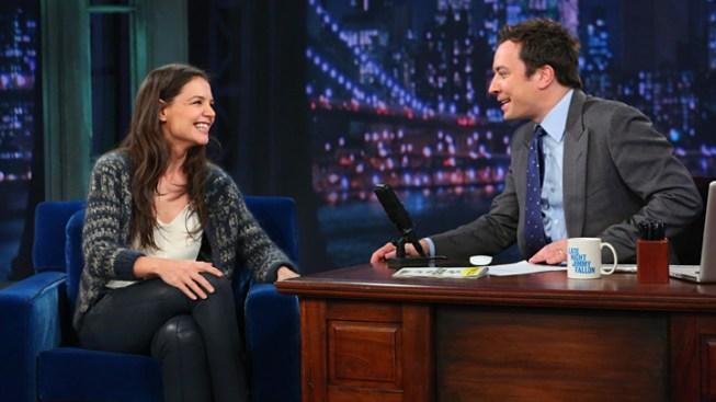"""Katie Holmes on Late Night: Star Plays Charades, Talks """"Dawson's Creek"""" Reunion"""