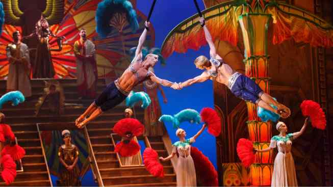 Actors, Acrobats Pair Up for Cirque Spectacle 'Paramour'