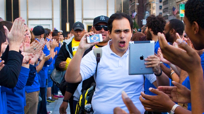 iPhone 5 Launch Draws Droves to NYC Stores