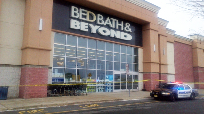 Strong Winds Rip Roof Part From New Jersey Bed, Bath & Beyond, Force Strip Mall Evacuation