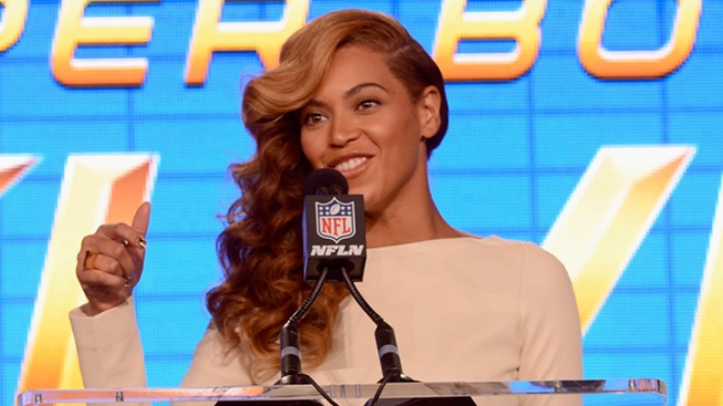 "Beyonce Will ""Absolutely"" Sing Live During Half Time Show, Reveals Singing to Backup Track at Inauguration"