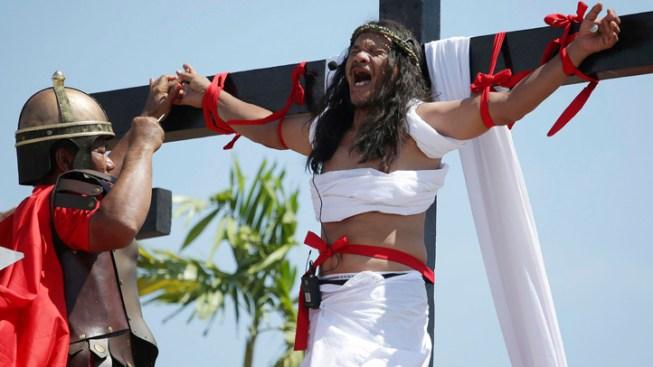Filipino Devotees Nailed to Crosses to Reenact Crucifixion