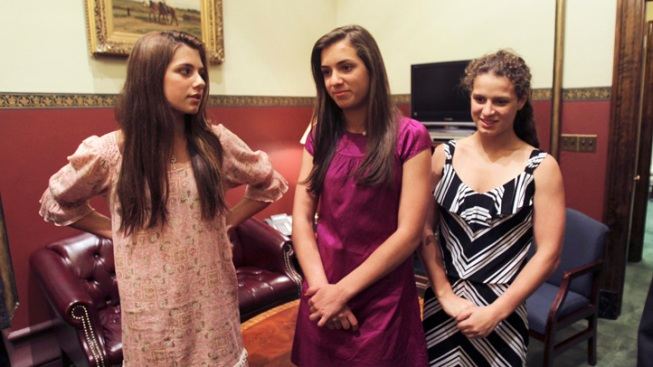 NY Governor's Twin Daughters Head to Harvard, Brown