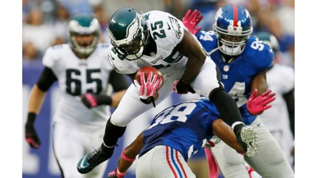 Foles, Eagles Defense Beat Winless Giants 36-21