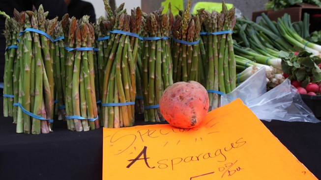 Farmers' Markets Face Obstacles in Low-Income Communities