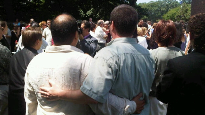 Gay Couples Marry in Mass Ceremony on L.I.