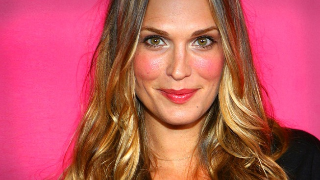 "Molly Sims To Host Spinoff Of ""Project Runway"""
