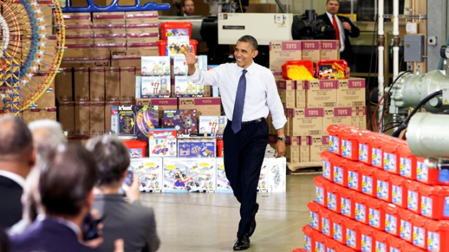 Obama Ups Pressure on GOP, Takes Fiscal Cliff Case to Toy Factory