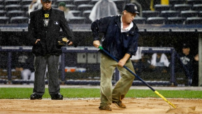 Yankees Win After 4-Hour Rain Delay