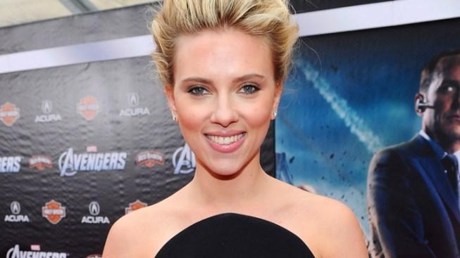 Scarlett Johansson Splits From Boyfriend Nate Naylor