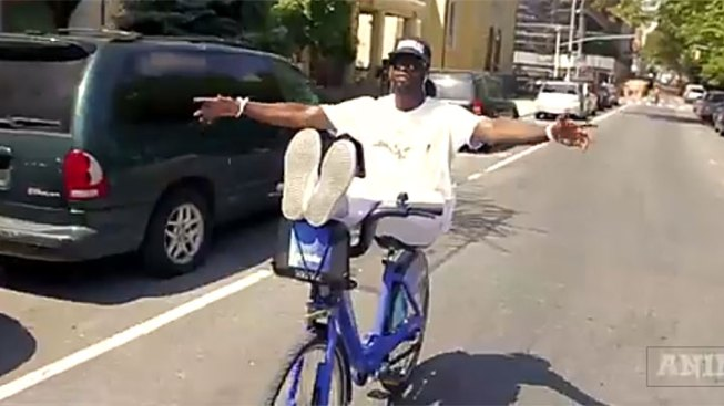 Bike Tricks Video Cyclist Does Tricks on Citi