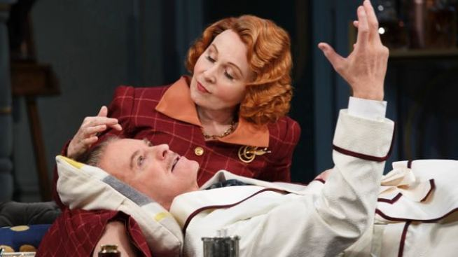 Kevin Kline Returns to Broadway in a Plodding 'Present Laughter'