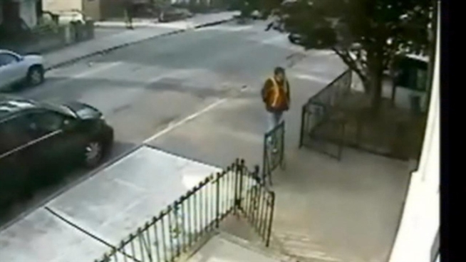 A pair of thieves is on the prowl in Brooklyn, posing as utility workers to gain access into their victims' homes. Pei-Sze Cheng speaks to one of the victims.