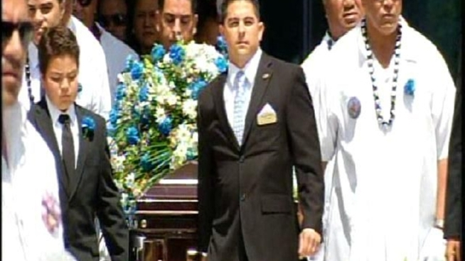 Raw video of the casket carrying former San Diego Charger Junior Seau as it leaves the Calvary Chapel Church in Oceanside on Friday, May 11, 2012.