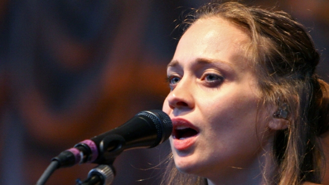 Fiona Apple Postpones Tour to Care for Dying Dog