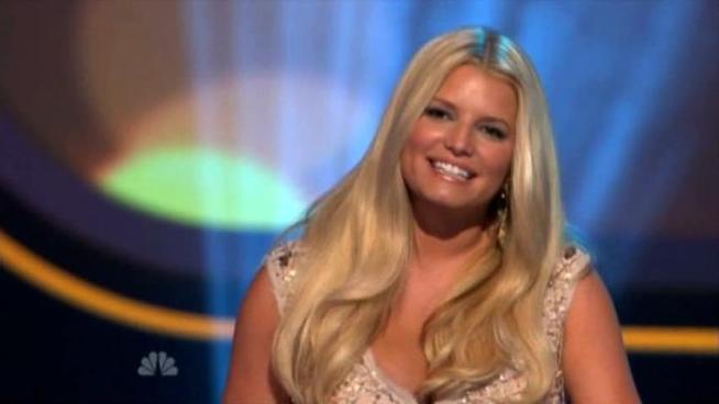 Various media reports speculate that Jessica Simpson, who gave birth to her daughter, Maxwell Drew Johnson, has signed a weight-loss deal.