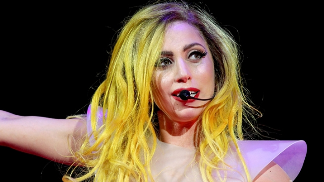 "Lady Gaga Apologizes For ""Retarded"" Slur"