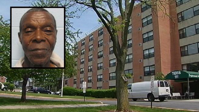 A 75 años de edad, residente de una vivienda para envejecientes New Jersey es sospechoso de dirigir una red de prostitución que empleaba a algunos de los residentes de edad avanzada como los trabajadores sexuales. Marc Santia informes.