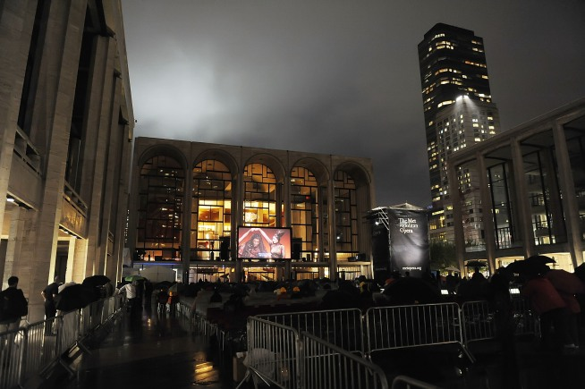 Set Glitch Delays Met Opera Global Telecast