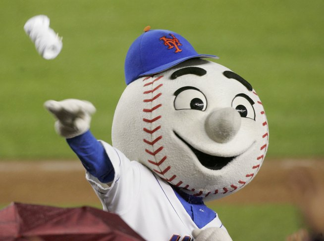 Contestants Throw Best Pitch at Mets Anthem Tryouts
