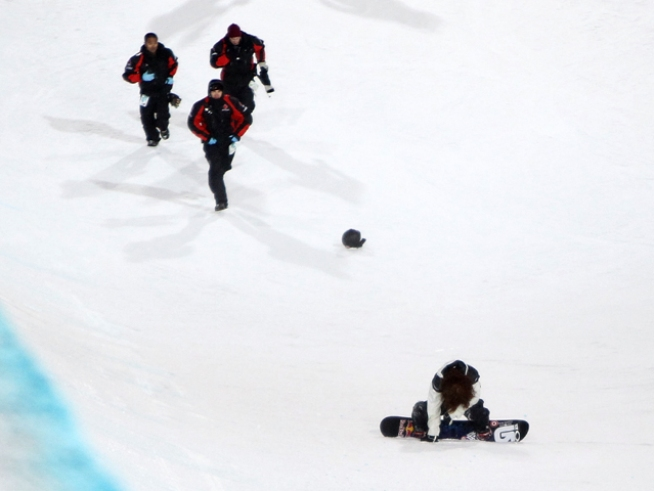 Shaun White Takes Nasty Spill