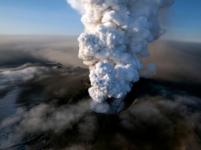 2nd Iceland Volcano Issues Ominous Warning