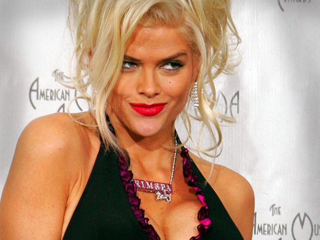 Anna Nicole's Doc Wrote in Diary About Making Out with Her