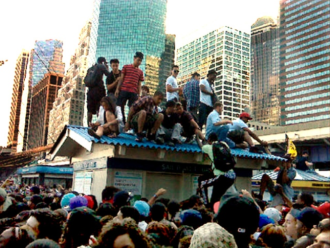 Mob Scene as Drake and Hanson Concert at South St. Seaport Canceled