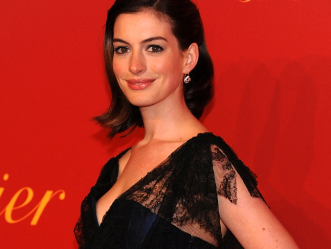 Anne Hathaway's Steaming Hot Valentine's Day Plans