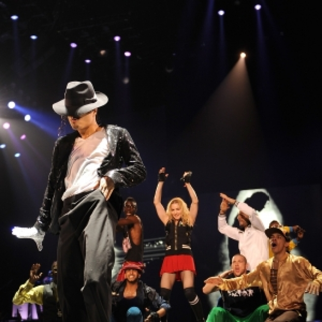 Madonna Pays Tribute To Michael Jackson At London Concert