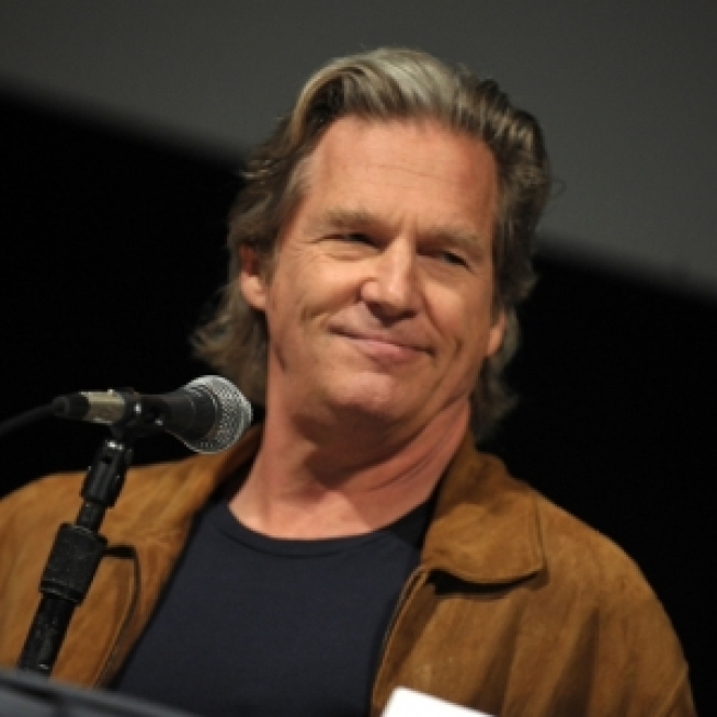 Jeff Bridges Brings 'TRON' To Comic-Con