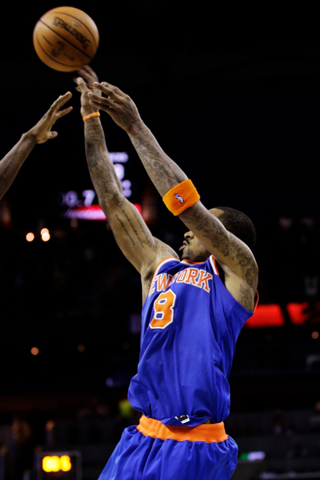 Smith's 18-Footer Lifts Knicks Over Bobcats 100-98