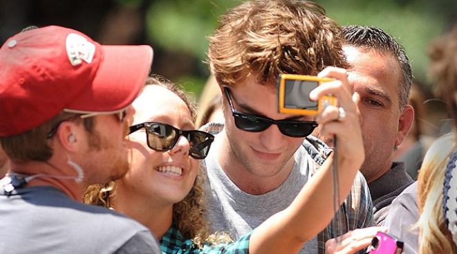 """Twilight"" Star Pattinson Grazed by New York Taxi"