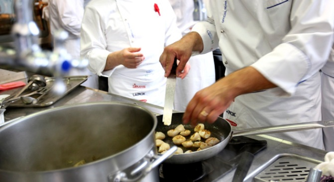 Do Male and Female Chefs Cook Differently?