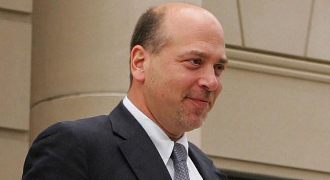 Judge Expected to Accept Swindler's Guilty Plea